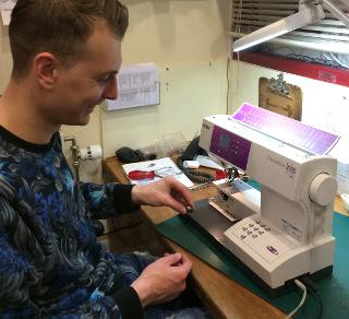 Hoe onderhoud ik mijn naaimachine?